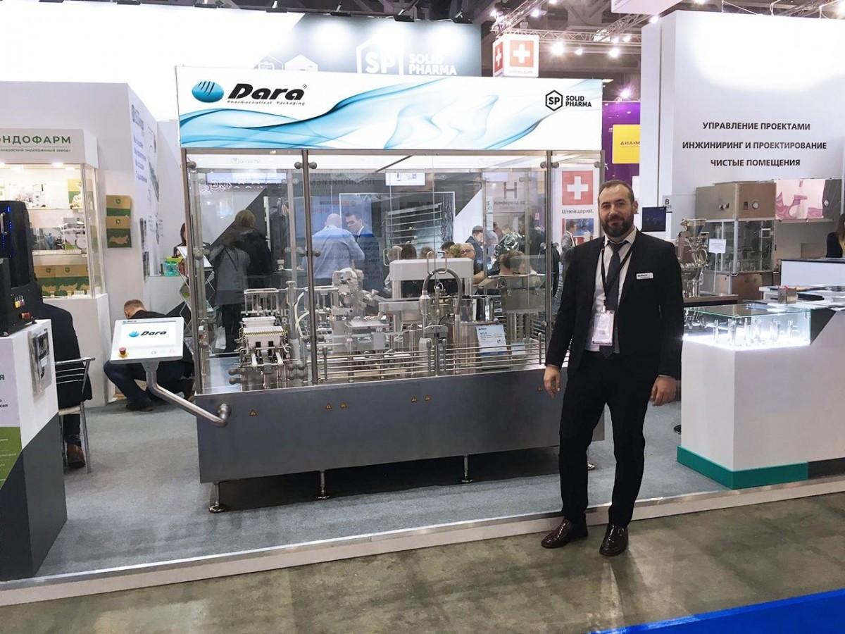 Sergi Rodríguez en el stand de Pharmtech & Ingredient