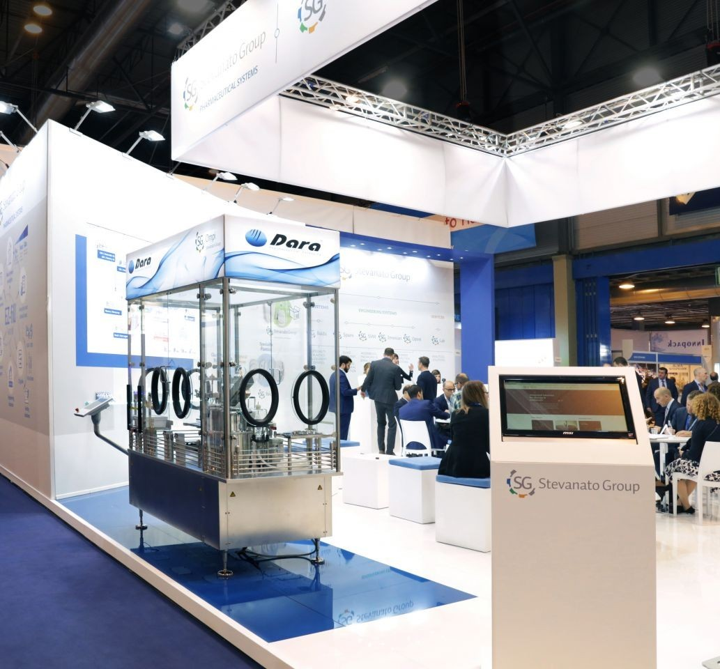 La maquinaria de Dara Pharma en los stands de Araymondlife y Stevanato Group